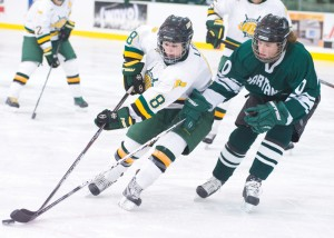 Mackenzie Lee returns this season to women's ice hockey