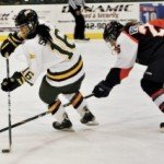 Women's hockey splits two games with Utica College
