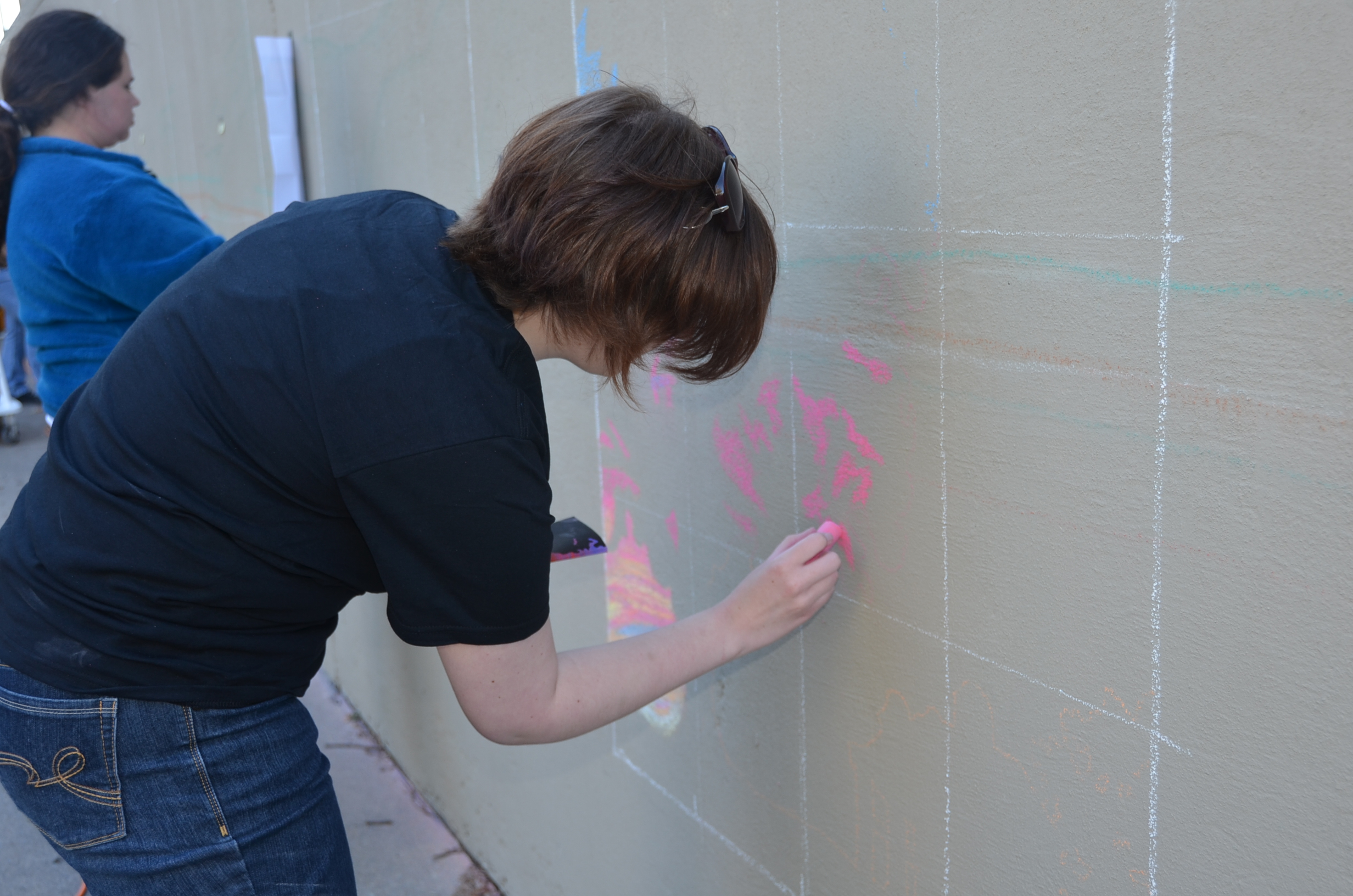 "Alexis Froio drawing ""Gone With the Wind"" on the Tyler Hall wall. (Patrick Malowski 