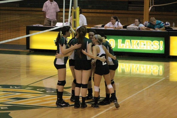 Members of the Lakers volleyball team come together in the Oswego State Fall Classic last weekend to discuss strategy for the remainder of the game.  (David Armelino | The Oswegonian)