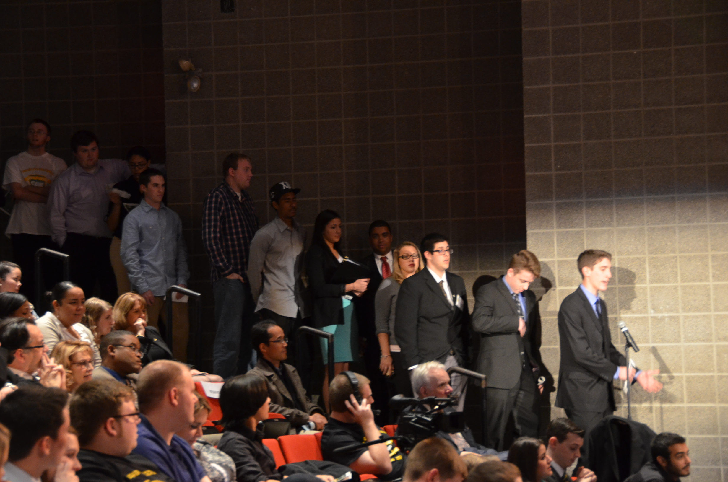 Students line up to ask the panel question about sports media. (Patrick Malowski | The Oswegonian)