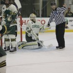 Men's ice hockey closes out weekend with shutout