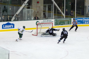 Steven Dombrosky makes a big save to stonewall John Jackson on a two on one break in the second period on Friday night (Taylor Clock | The Oswegonian).