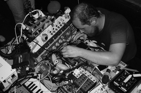 Dan Deacon takes unorthodox and deconstructionist methods and applies them to his weird brand of music. (Photo provided by commons.wikimedia.org)