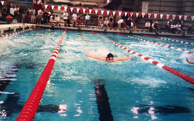 Anne Derue swimming